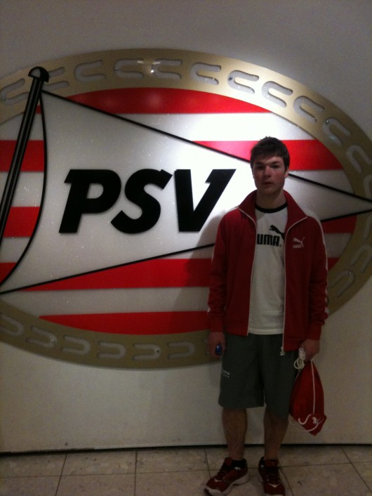 En stor PSV-skylt med en stor talang